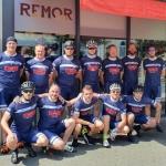Gruppenfoto SCU Radsport vor der Eisdiele Remor in Hennef