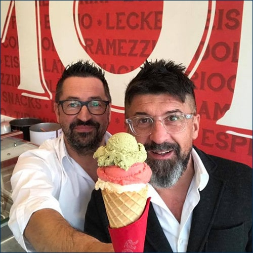 Zwei Italiener mit einem Eis