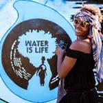 Water is life Grafitti von Viva con Agua